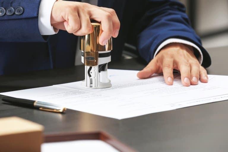 Wer eine Immobilie erwerben möchte, kommt um den Termin beim Notar nicht herum. Gut, wenn man weiß, was einen erwartet.