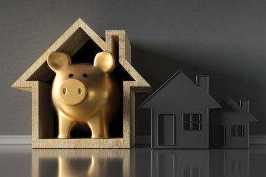 Sparschwein im Haus als Symbol der Baufinanzierung.