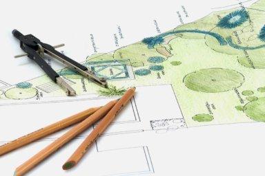 Ein Außenanlagenplan mit Gartenflächen und Pflanzen