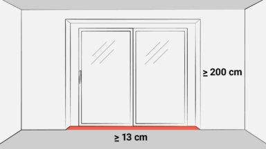 Im Bild ist eine Fensterfront mit Fenstertür und bodentiefen Fenstern zu sehen. Während die Fensternische zur Wohnfläche zählt, darf die Türnische nicht dazu gerechnet werden.