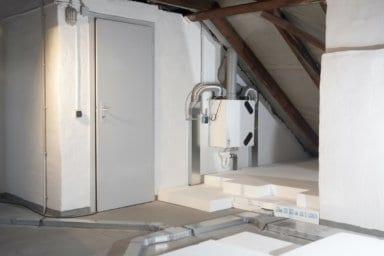Eine Lüftungsanlage im Dachgeschoss
