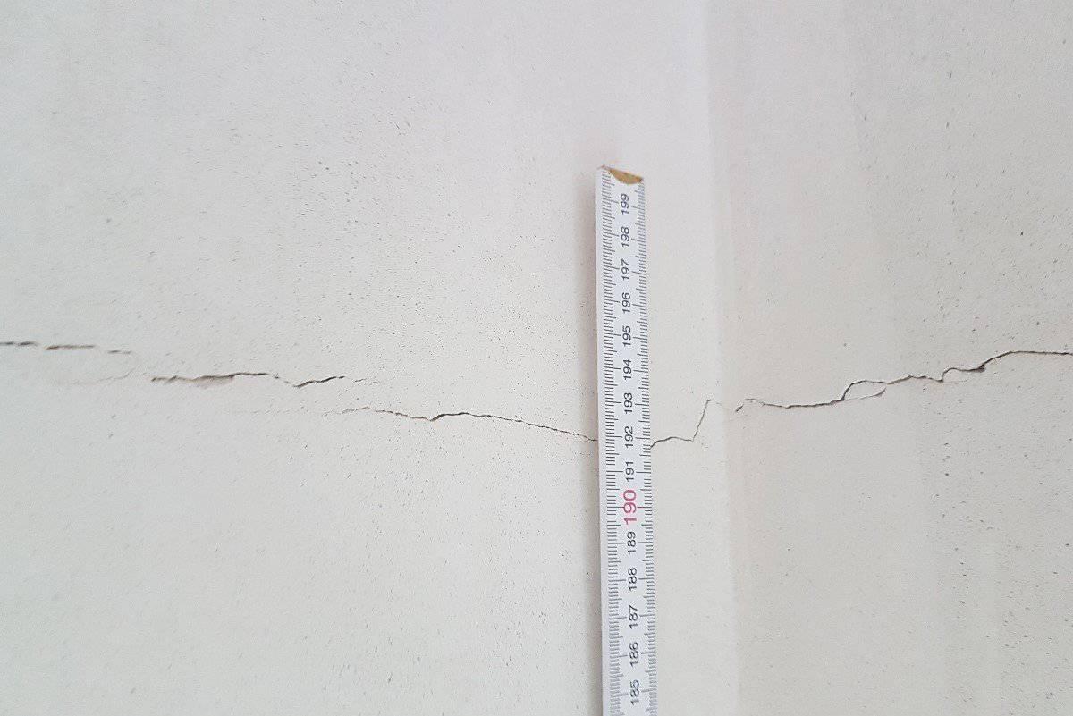 Ein Riss im Innenputz eines Neubaus - Toleranz?